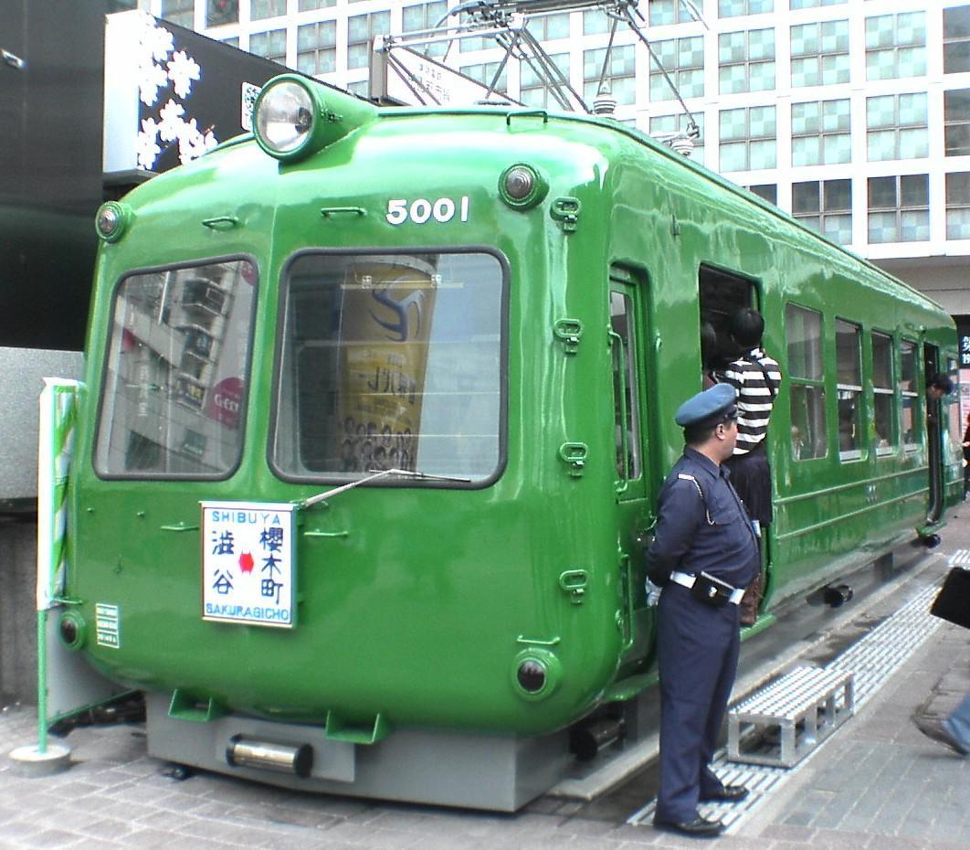 渋谷ハチ公前広場の電車「青ガエル」が移設?いつ?行先はどこ?